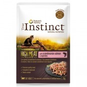 True Instinct High Meat de salmón y verduras para gatos