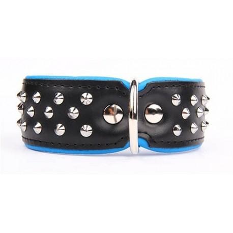 Collar ancho en color azul y negro con tachuelas